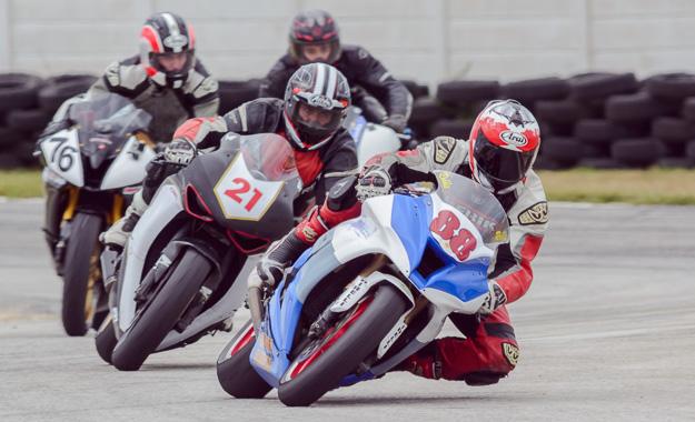 Motorcycle racers at Aldo Scribante Raceway